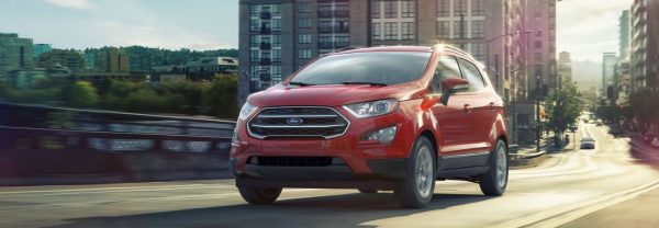 2019 ford ecosport driving through the city